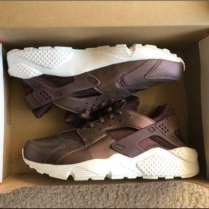Nike Huaraches, Wmn's 11, Burgundy, New in Box